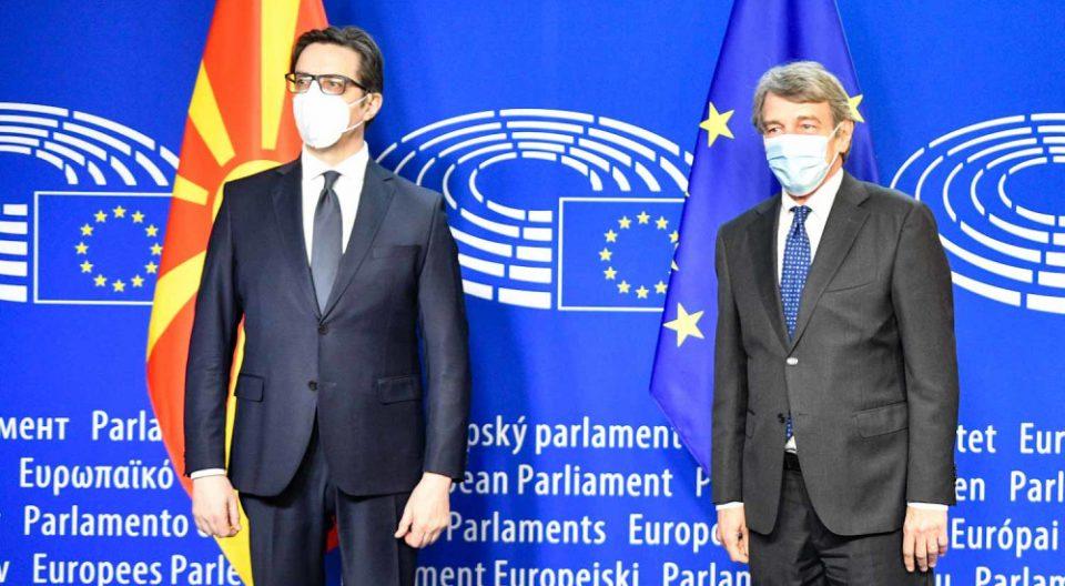 Пендаровски: Подготвени сме веднаш да седнеме на маса со Бугарија