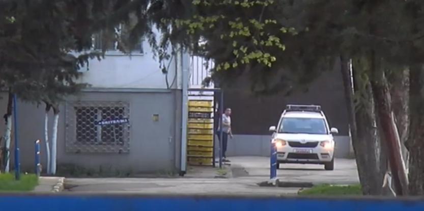 Видео од спроведувањето на Рашковски во затворот во Шуто Оризари