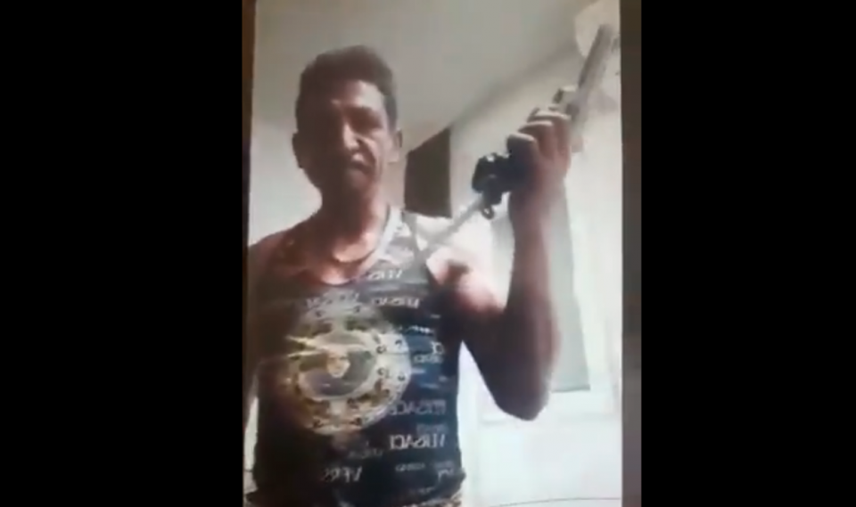 Таткото на претепаното дете во Кочани се заканува со оружје, МВР трага по него