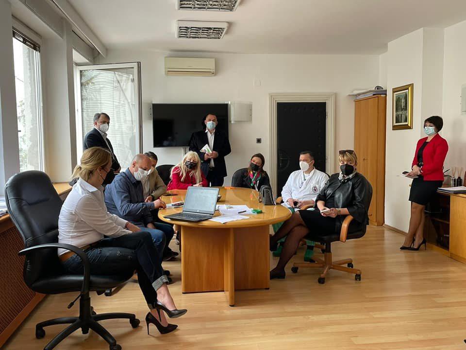 Филипче: Спласнува притисокот врз болниците, иако не се целосно ослободени голем број одделенија