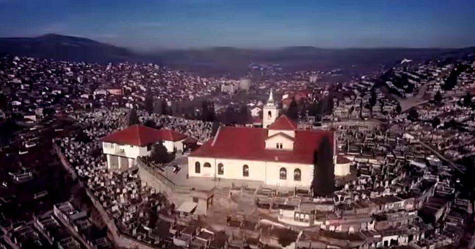 """30 метри жичана ограна, столбчиња, урбана опрема и корпи за отпадоци украдени кај црквата """"Св. Спас"""" во Велес"""