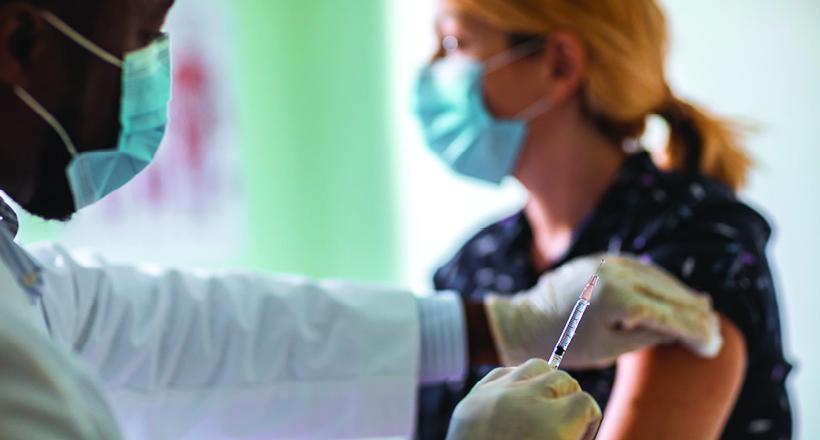 """Шест случаи на мозочна синусна тромбоза: САД ќе го паузира вакцинирањето со """"Џонсон и Џонсон"""""""