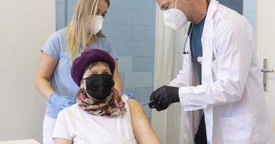 Филипче: Има новозаразени меѓу вакцинираните, но со лесни симптоми