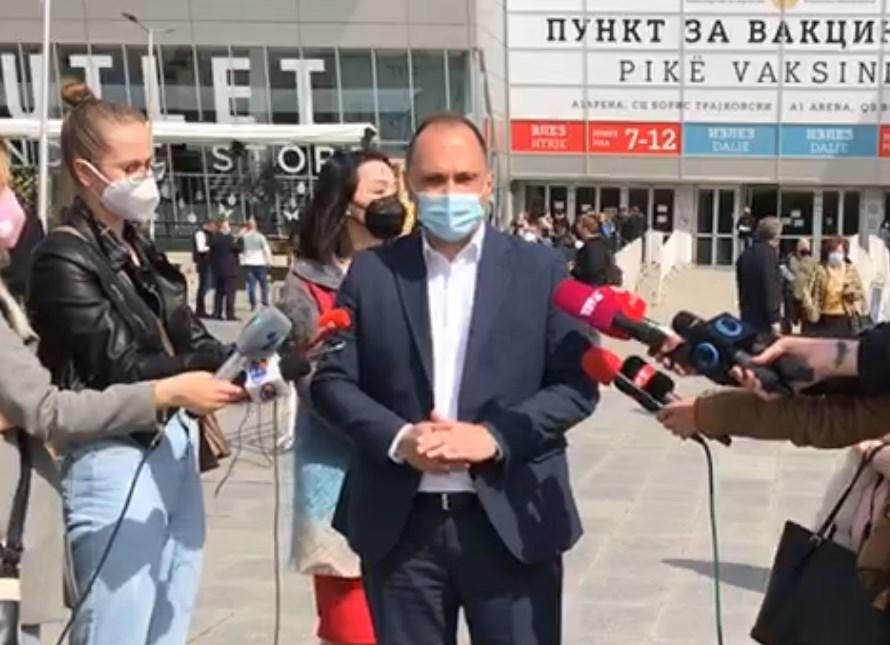 Ако за еден ден вели нема па ќе купуваме српски вакцини, значи Филипче нема никаков план а луѓе умираат