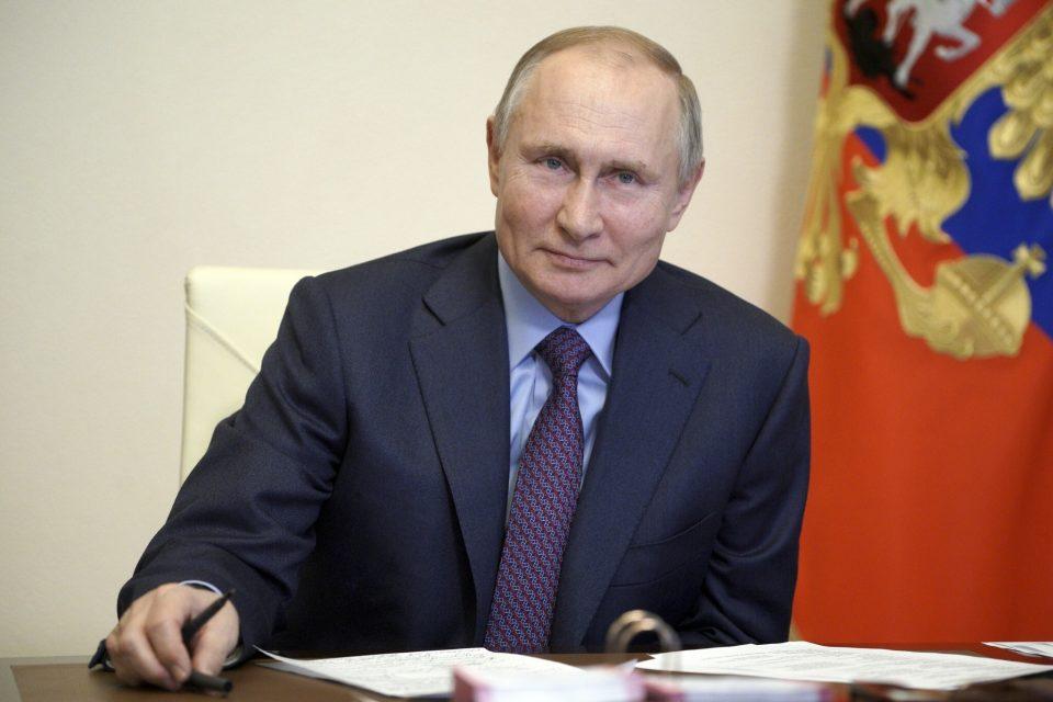 Путин: Уставот ми дозволува, но се уште не сум одлучил дали ќе се кандидирам за нов мандат