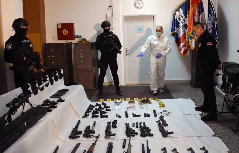 Во тајна просторија во куќата на Веља Невоља откриени десет килограми експлозив и цел арсенал оружје
