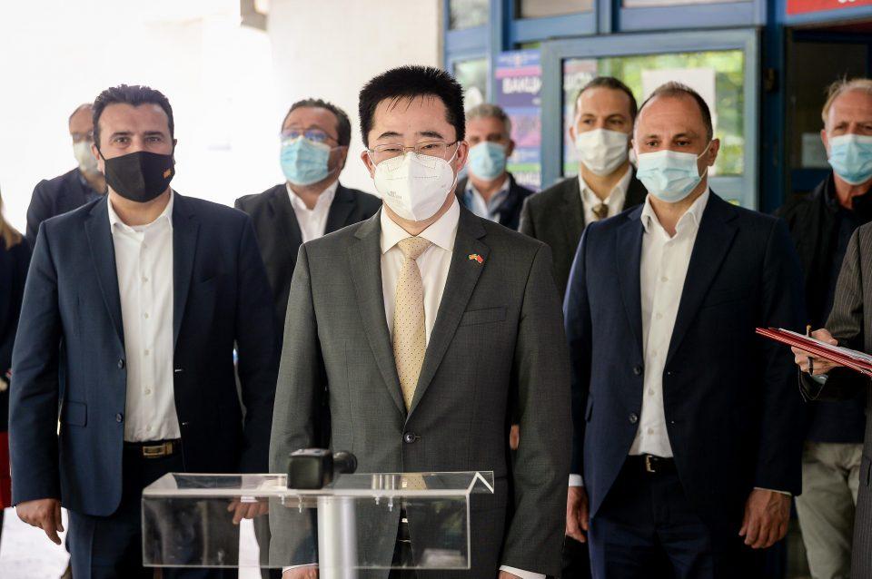 Кинескиот амбасадор Ѕуо: И покрај огромната домашна побарувачка на вакцини, Кина обезбеди поддршка за Македонија