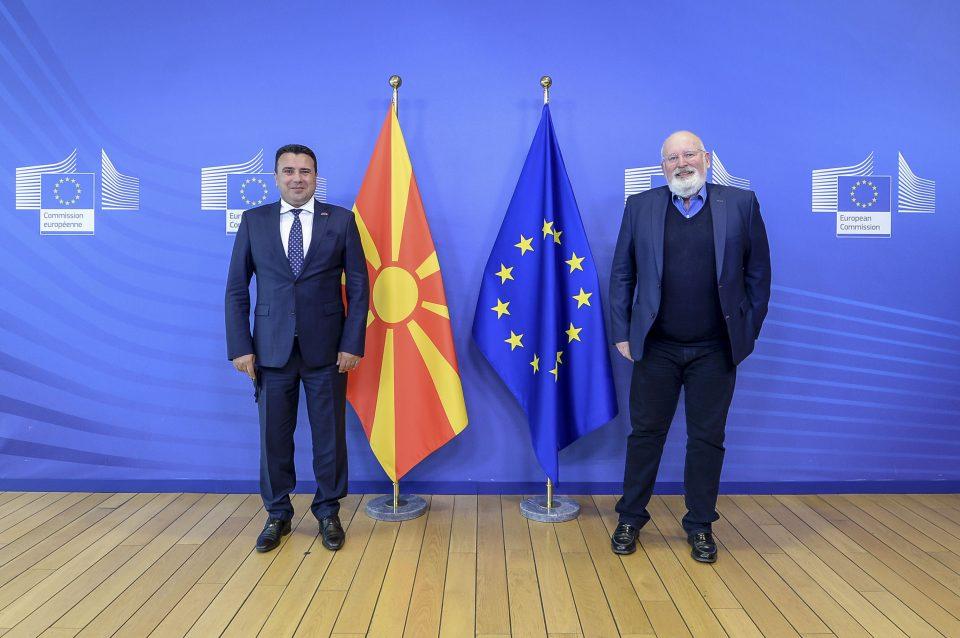 Заев – Тимерманс: Честитки за лидерството во вложувањата во обновливи извори на енергија