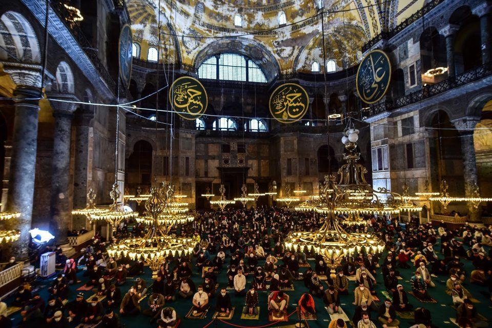 Во Aја Софија првпат по 87 години беше извршена молитва за Рамазан Бајрам