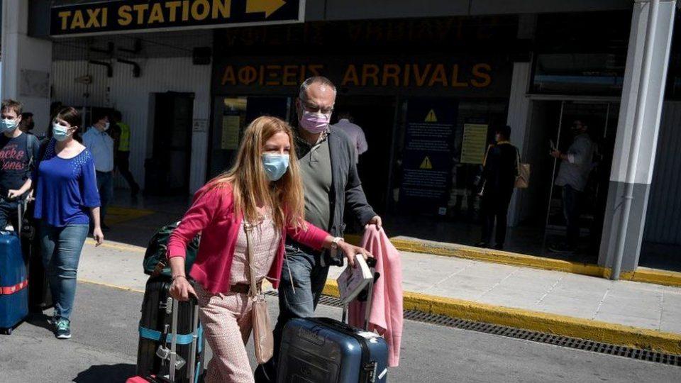 Чекор по чекор што да се направи пред патување за Грција: Кои се протоколите и условите за престој