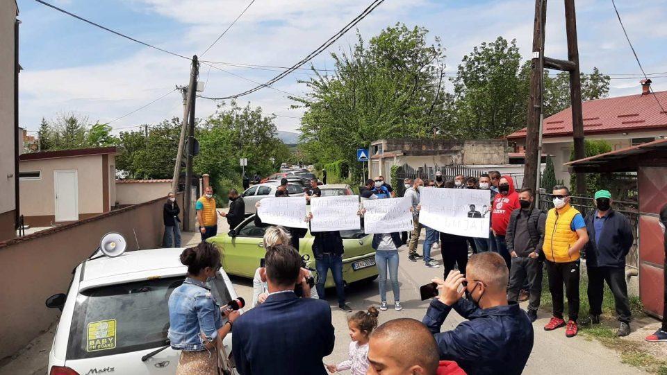 Жителите на Ѓорче Петров не отстапуваат од блокади се додека не им се исполнат барањата