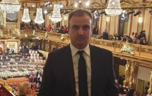 И Србите имаат свој Драги Рашковски: Директор си вработил 200 луѓе, им земал пари за да ги прими