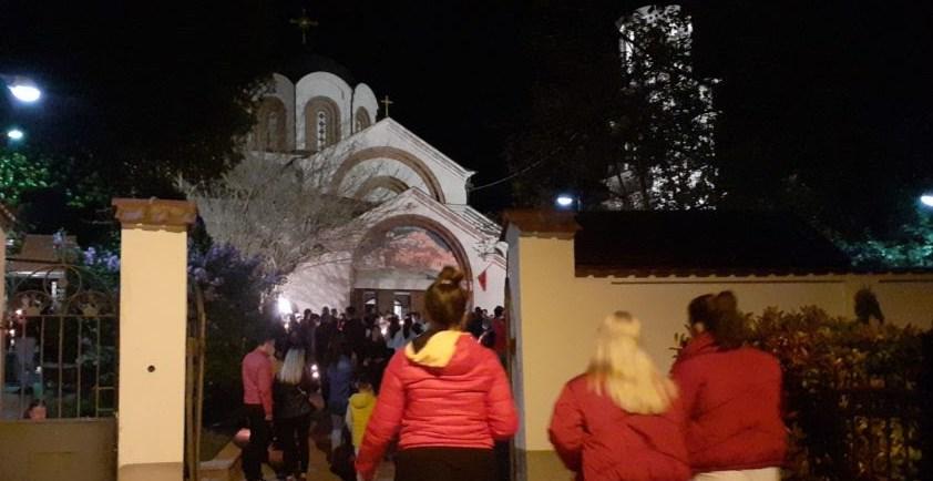 Верниците масовно ги наполнија храмовите