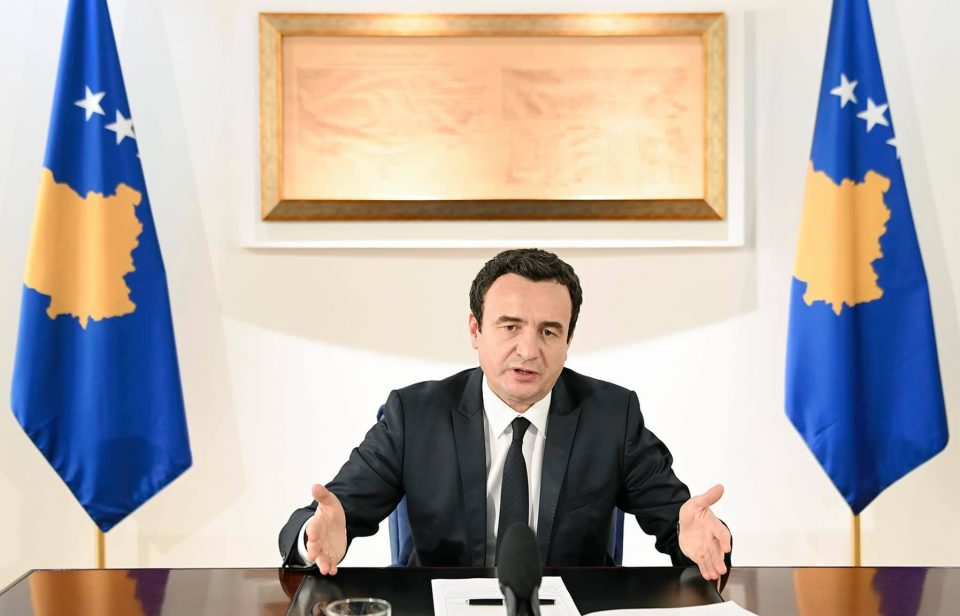 """Kурти на """"пеење"""" кај амбасадорите бидејќи ги вади српските таблички"""