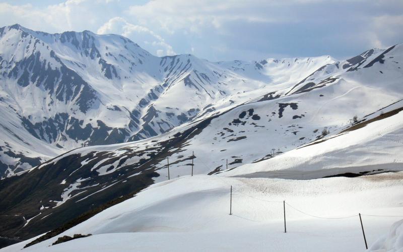 Лавина на Алпите, загинати најмалку седум лица