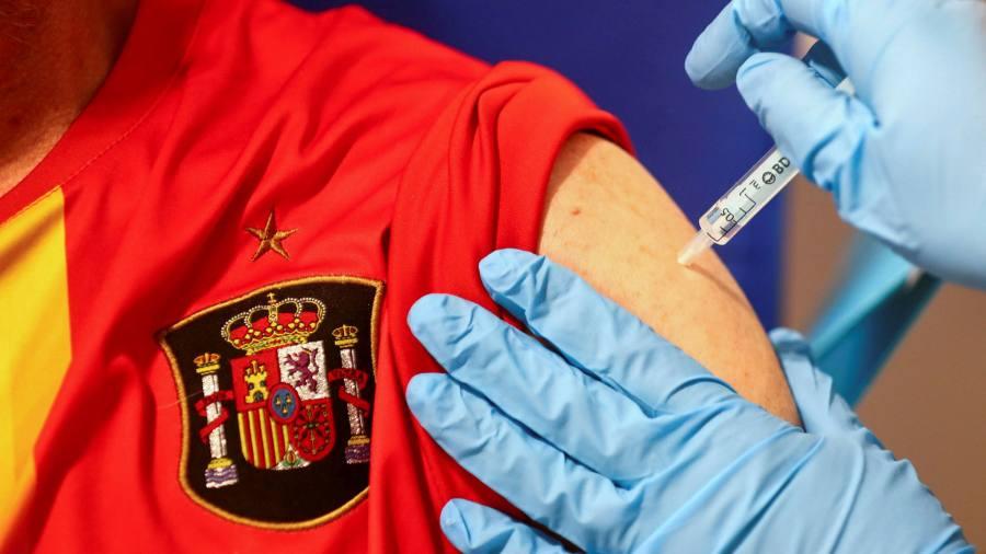 """Шпанија одобри ревакцина со """"Астразенека"""" на лица помлади од 60 години"""