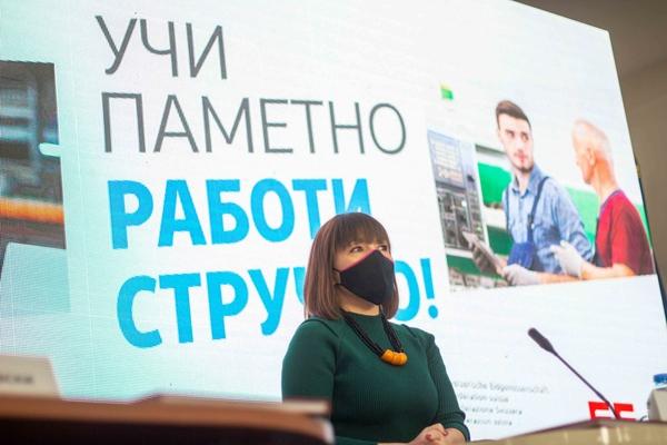 Дуалното образование и странските инвестиции за Царовска се исправни политики – и двете се на ВМРО-ДПМНЕ, само перјата за китење се нејзини