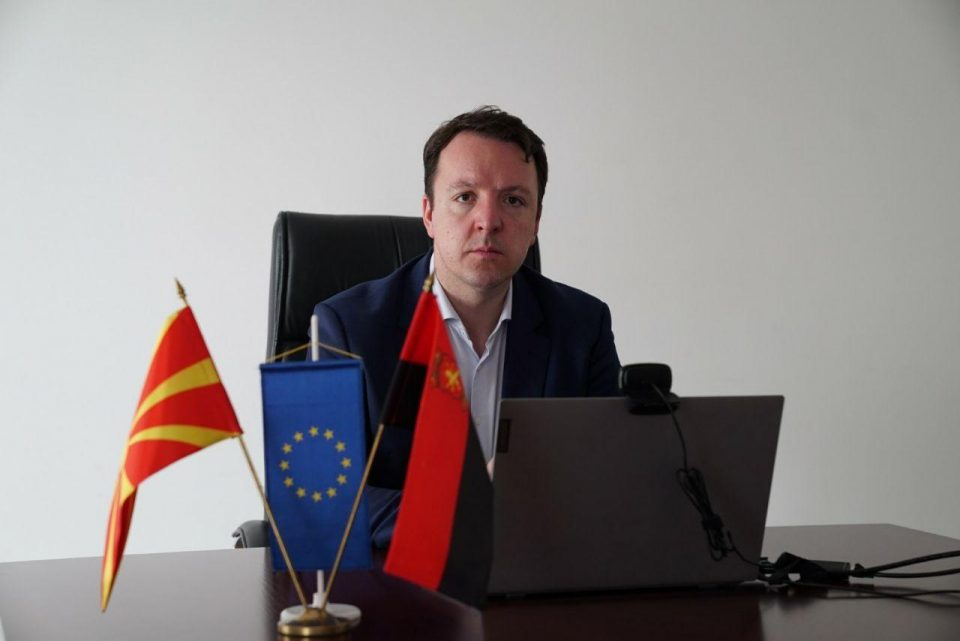 Најодговорните за корона кризата во Македонија земаат провизии за набавка вакцини, нивната алчност чини животи