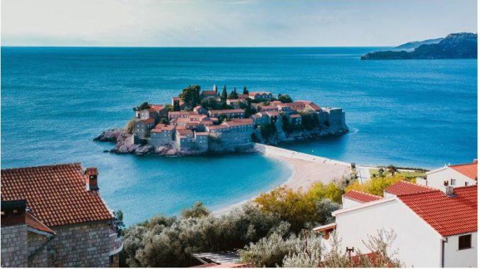 Од утре бесплатен ПЦР тест за туристите во Црна Гора