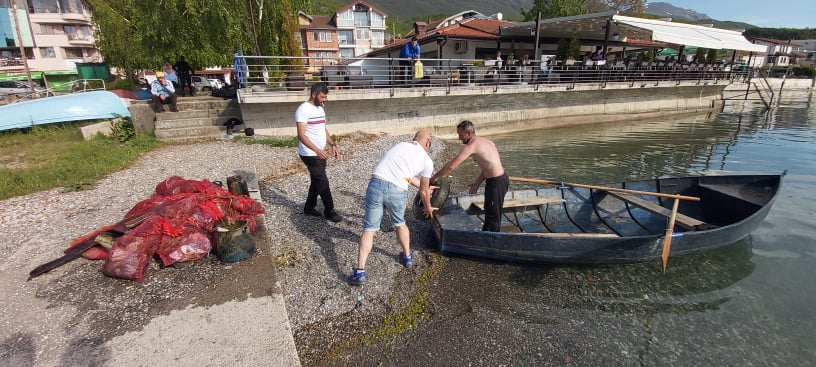 Триесет вреќи смет извадија нуркачите од Охридското езеро