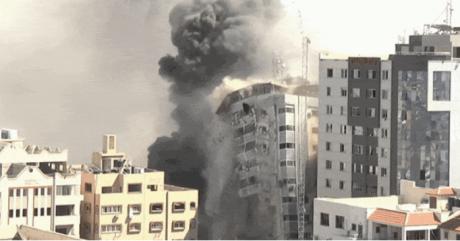 Израелците ракетираа зграда каде што се наоѓаат канцелариите на АП и Ал Џезира