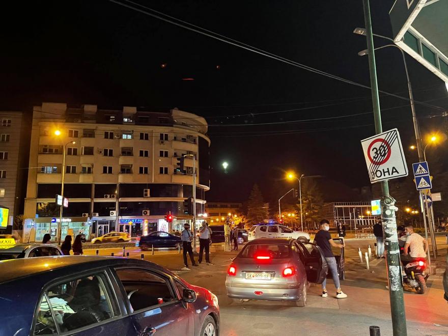 Полицијата вечерва превентивно спречуваше групирање на младите пред Силбо