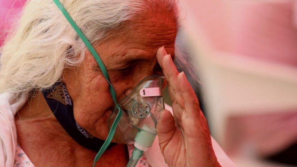 Индија и Бразил ги сочинуваат половина од новите глобални случаи на Ковид-19