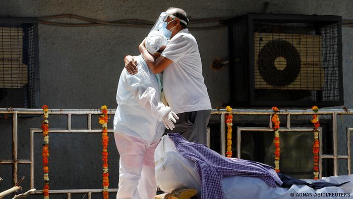 Во Индија за еден ден починаа рекордни 4.187 луѓе од ковид-19 и над 400 илјади новозаразени