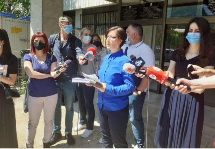 Иницијаторите за стопирање на законот за учебници чекаат покана за нова средба од МОН