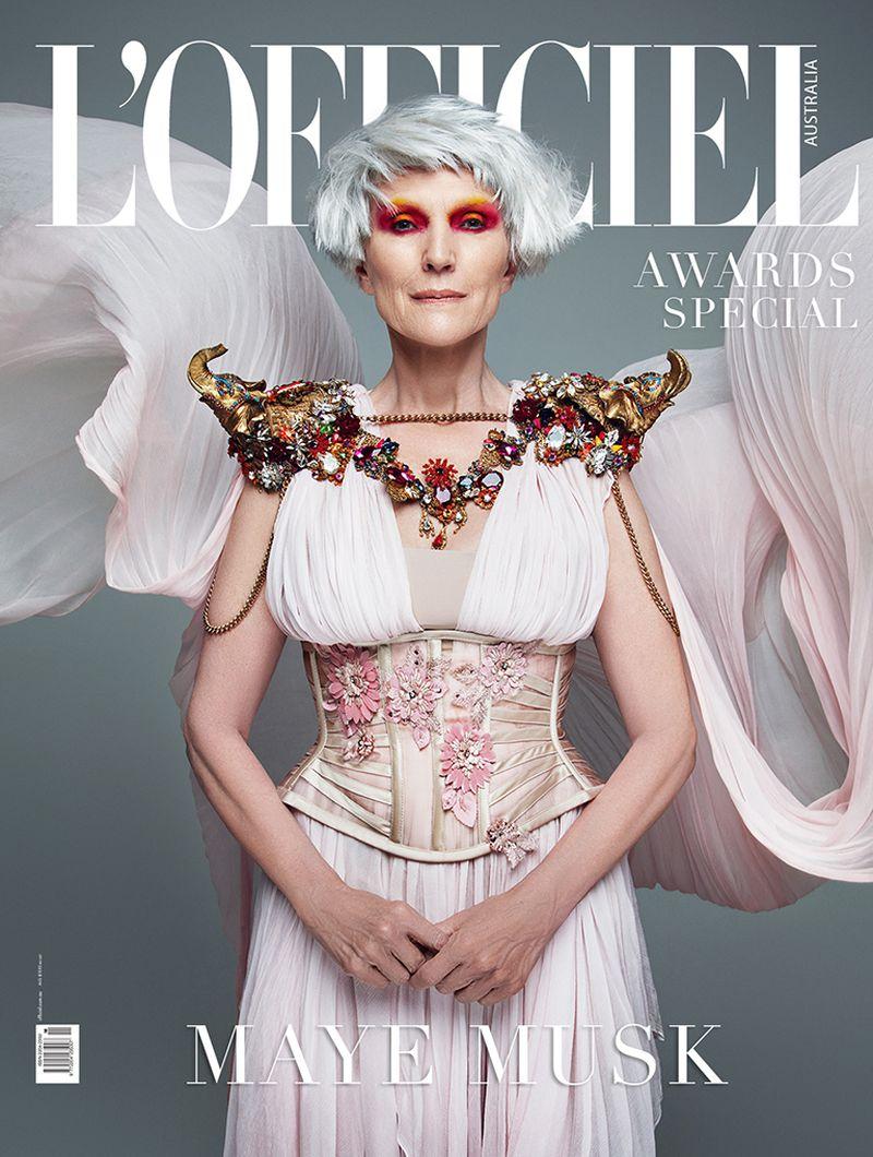 Maјката на Илон Маск на 73 години владее со светската модна сцена