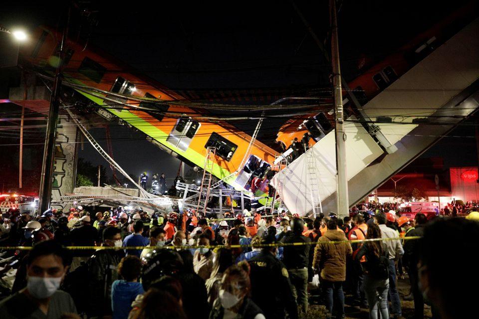 Најмалку 20 загинати во Мексико откако се урна надвозник при минување на метро