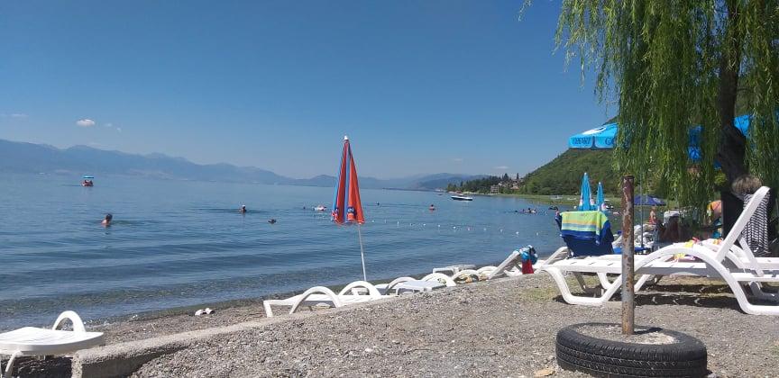 Плажите во Охрид без шанкови и лежалки