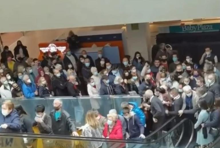 """""""Тепачка"""" за вакцини и награди во трговски центар во Белград"""