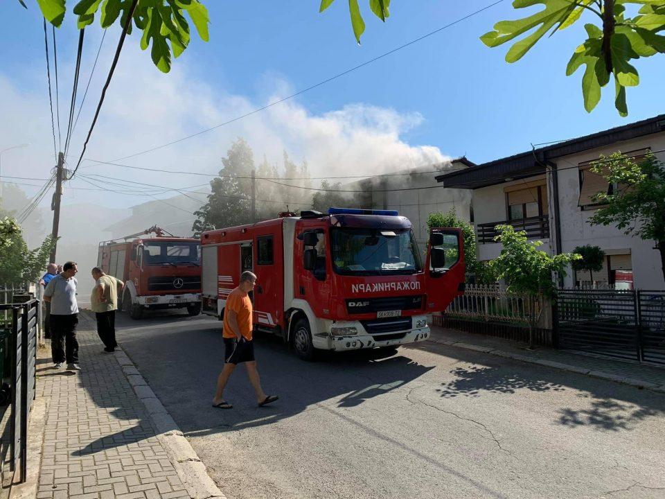 Пожар во куќа во Радишани, едно лице евакуирано