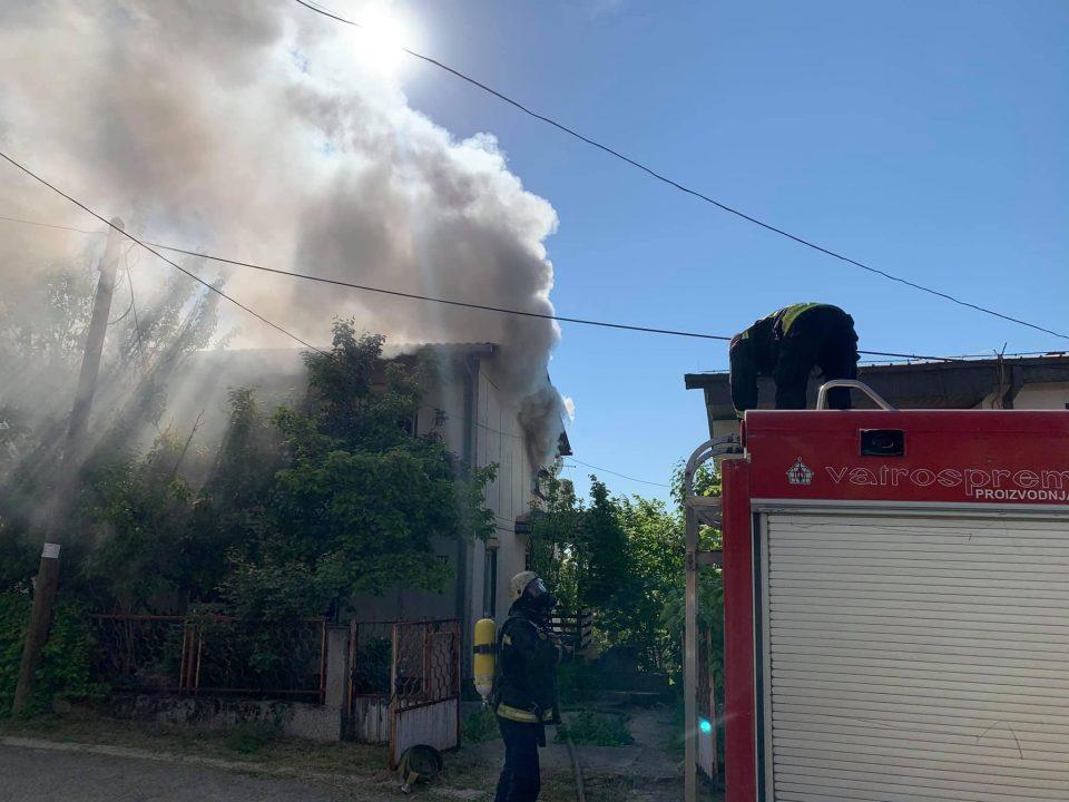 Скопските пожарникари спасија лице чија куќа се запали во Радишани