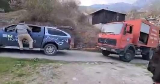 Пожарната до Галичник се шлепаше на возило