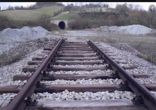 Заев се надева дека реновирањето на пругата од Србија ќе продолжи и кон Македонија