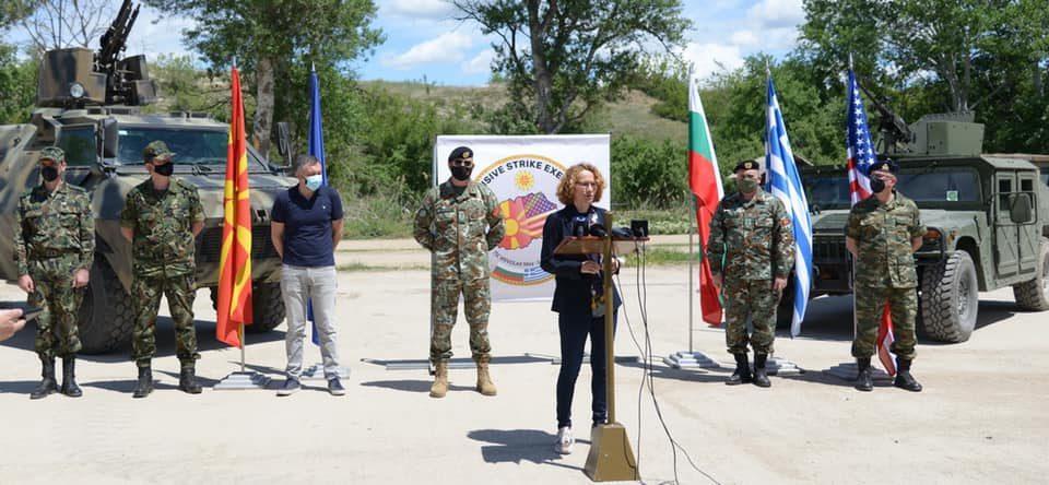 И Шекеринска пополнуваше квота: Три хеликоптери искористени за брифингот на министерката на Криволак