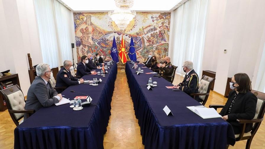 Пендаровски го прими командантот на Копнените сили на САД за Европа и Африка
