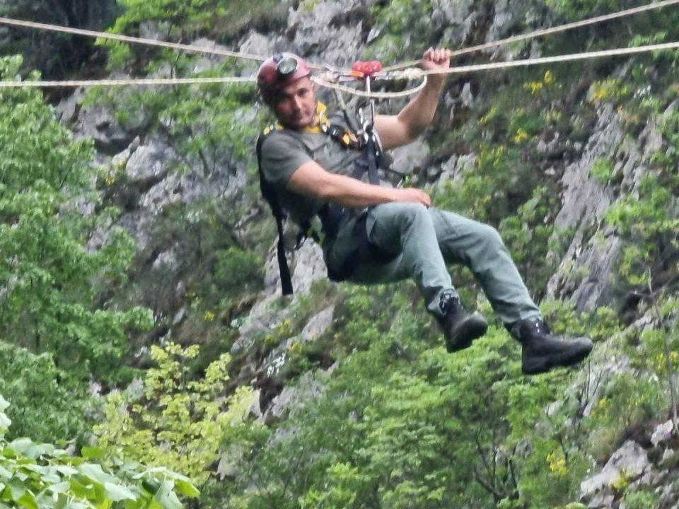 Ангелов на јаже преку клисура: Ќе поминам преку овој длабок кањон којшто не е длабок повеќе од 30 метри