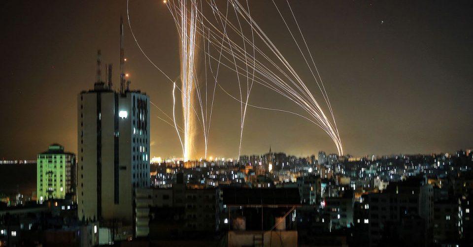 Авионите се враќаат без да слетаат во Тел Авив, истрелани 130 гранати кон градот