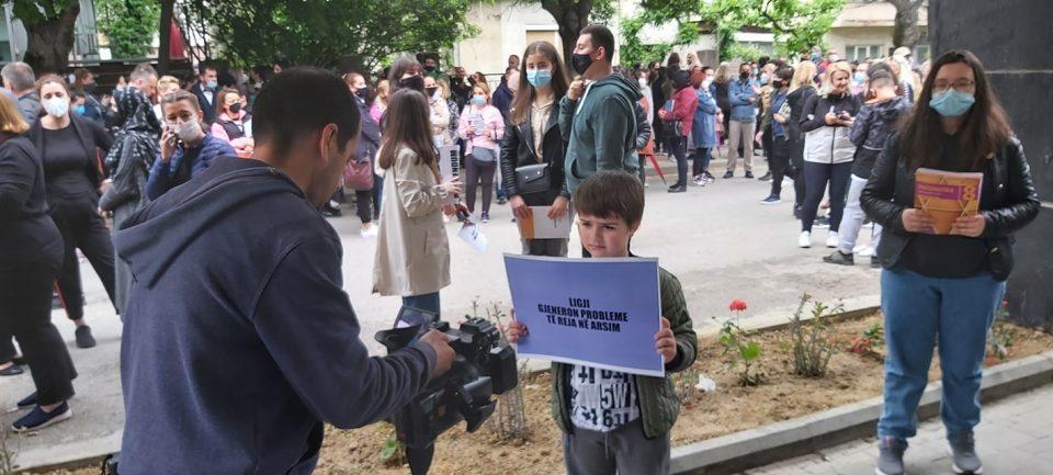 Алијанса за Албанците ги повика тетовци на протест против градоначалничката Арифи