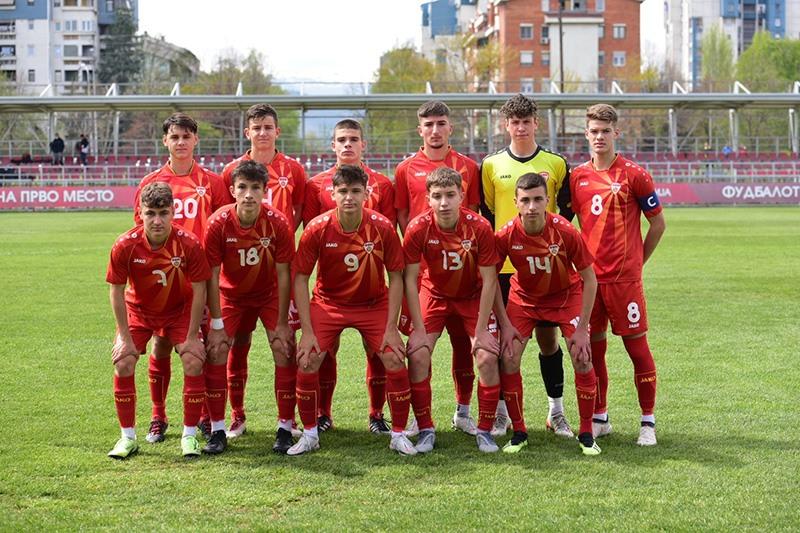 Македонската фудбалска селекција до 17 години на турнир во Србија