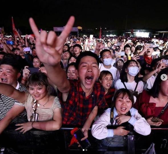 Додека цел свет е во карантин, во Вухан концерт со 11 илјади публика