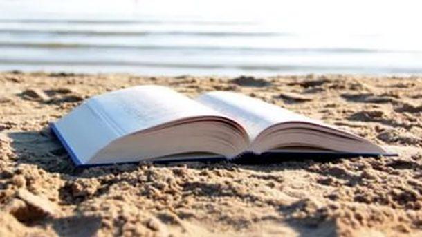 """Традиционалната акција """"Со книга на плажа"""" дел од прославата на 30 години постоење на """"Матица македонска"""""""