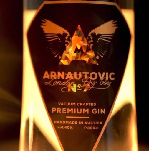 Српски сливи, австриски кајсии: Арнаутовиќ прави ракија под свое име