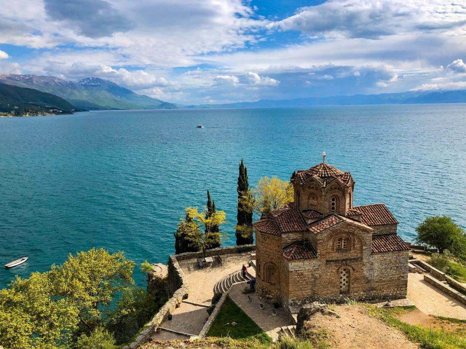 Дејвид Гир порача на Твитер: Нема место за дивоградбите на крајбрежјето на Охридското Езеро