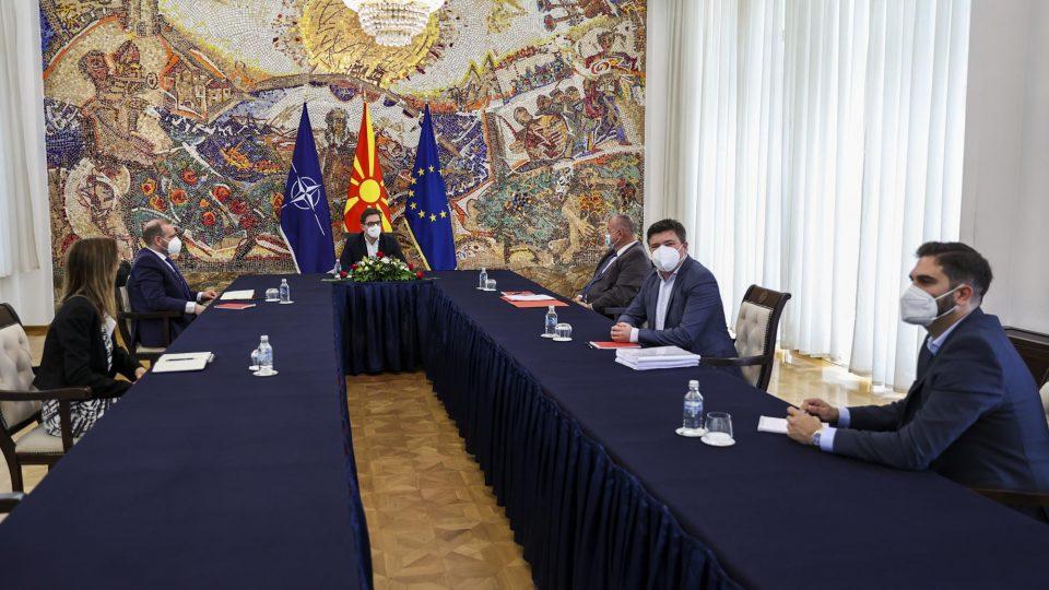 Пендаровски се сретна со претставници на Здружението на оштетени штедачи од Еуростандард банка