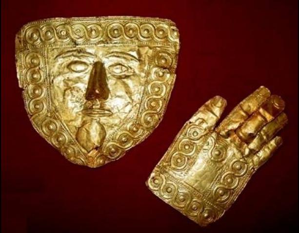 Златната маска и раката повторно се вратени во Златната соба на Куќата на Робевци