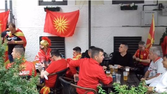 """""""Република"""" во Букурешт: Maкедонските навивачи со песна заминаа на стадионот"""